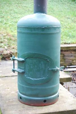 Homemade wood stove from a gas cylinder