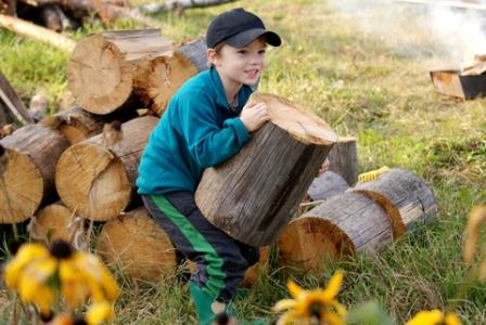 Choose your driest wood with the straightest grain when splitting kindling